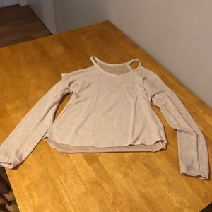 Tops - Cut-out sweater.